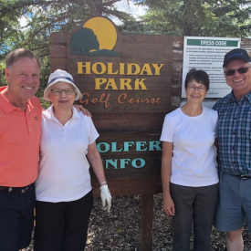 2018-golf-holidaypark-brian-mom-greg-candice-propp