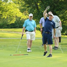 wcre-2019-golf-propp-doing-guffaw-putt